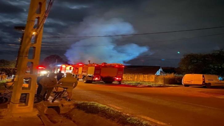 Un centru de panificație a fost cuprins de flăcări noaptea trecută