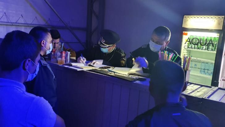 FOTO Petrecere într-un club din Corabia, oprită de jandarmi și polițiști