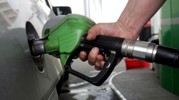 De ce s-a scumpit benzina