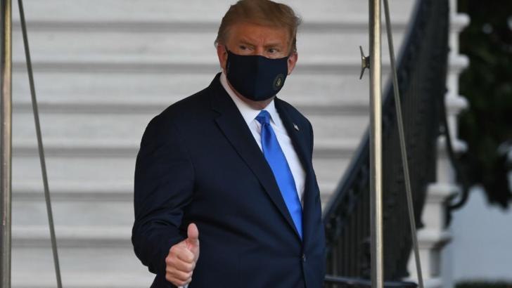 Marine One a aterizat la Casa Albă pentru transportul președintelui la Centrul medical militar Walter Reed după confirmarea cu noul coronavirus Foto: CNN.com