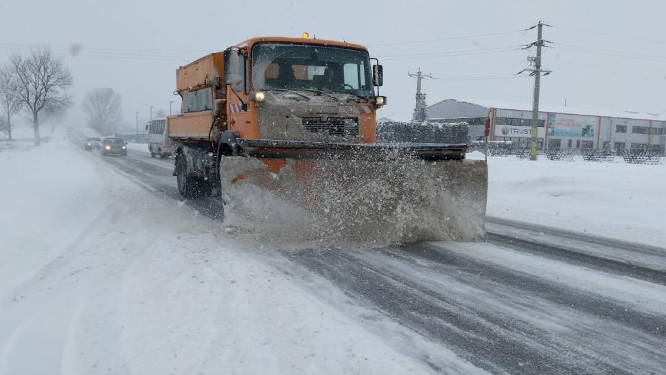 Drumarii amenință că nu deszăpezesc șoselele dacă nu primesc salariile mărite. Răspunsul CNAIR