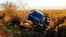 O tânără șoferiță, din șanț la spital, după o casacadorie, fără voie, pe un drum județean din Ialomița