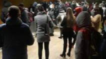 VIDEO Haos la metrou, sute de oameni blocați în strații din cauza unei defecțiuni între