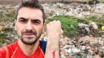 Alex Găvan, accidentat pe un câmp de lângă Corbeanca, din cauza unor bucăți de moloz aruncate prin iarbă Foto: Facebook.com