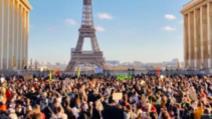 Proteste jurnaliști în Paris pentru libertatea presei, în Piața Trocadero Foto: Twitter.com