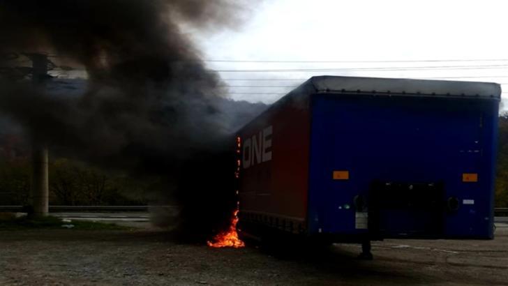 Tir cuprins de flăcări pe DN 7, pe raza comunei vrâncene Racovița