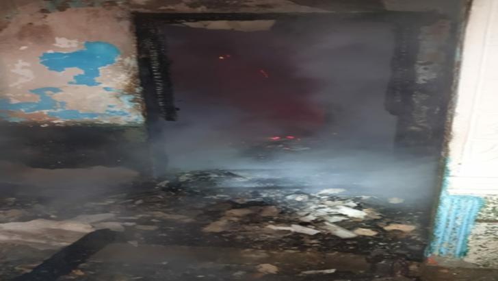 Incendiu violent într-o localitate din Neamț. Proprietarul a suferit arsuri și a fost transportat la spital