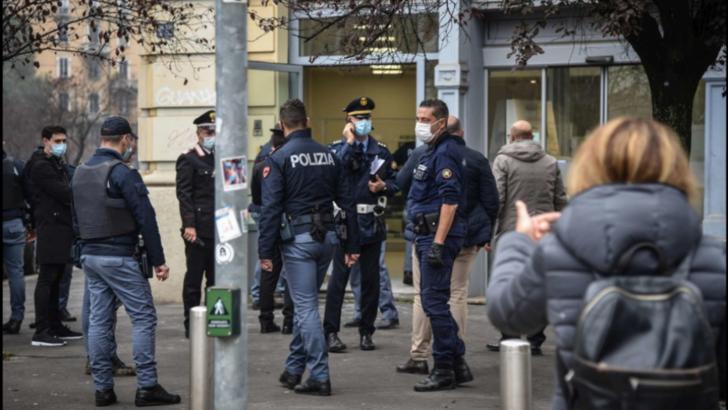 Luare de ostatici într-o bancă din Italia. foto: captură tgcom.24