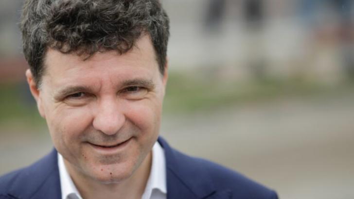 """Nicușor Dan: """"Am semnat un contract de 300 de milioane de euro cu Ministerul Fondurilor Europene pentru distribuția agentului termic"""""""
