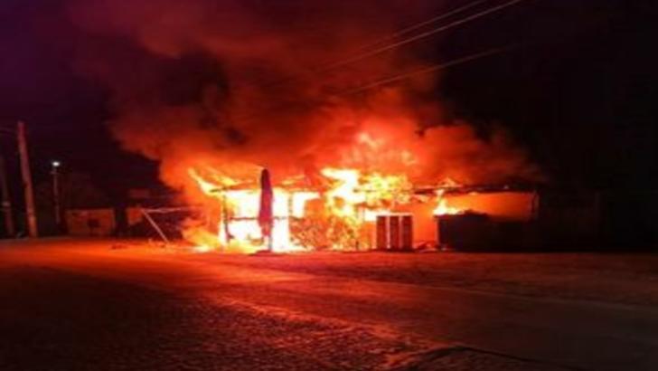 Incendiu violent într-o localitate din județul Giurgiu. Magazin mistuit de flăcări