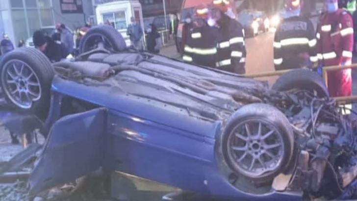 Șofer beat, accident grav, în Capitală: mașină răsturnată pe linia tramvaiului 41: doi copii răniți