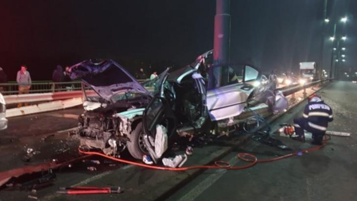 Accident cu 3 victime, în Arad: mașina a rupt parapetul care desparte sensurile de mers / Foto: aradon.ro