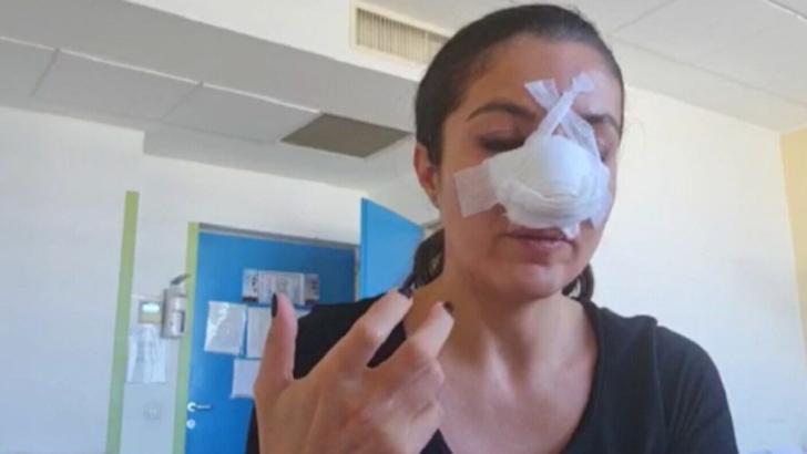 Femeia care a lovit o vedetă Pro TV, adusă la poliție (sursă: captura video Pro TV)