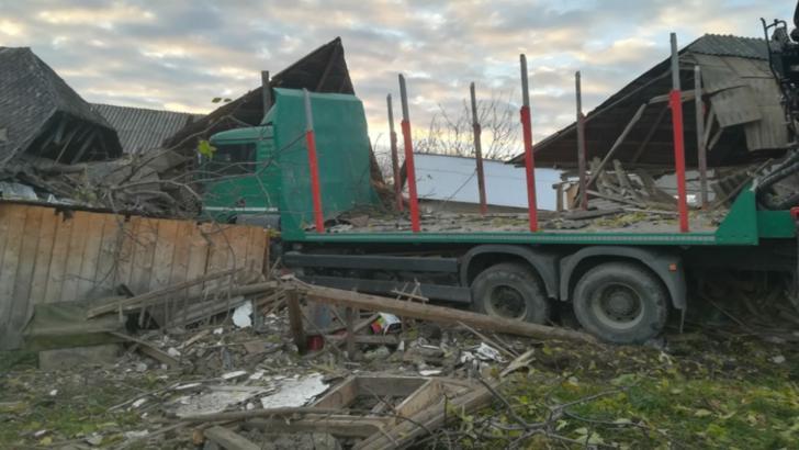 Accident cumplit în județul Neamț! O adolescentă a fost prinsă sub dărâmături