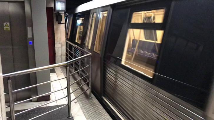 Incident la metroul din București. Tren oprit în stație de un mecanic băut