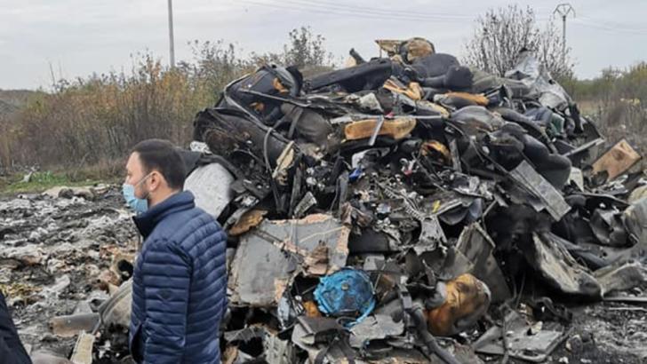 """Ministrul Mediului, Mircea Fechet, la Sintești - """"unul din focarele de arderi ilegale de deșeuri din jurul Bucureștiului"""" Foto: Facebook.com/MirceaFechet"""