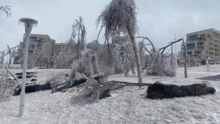 Stare de urgență într-un oraș din Rusia: ploaia înghețată a blocat toată activitatea