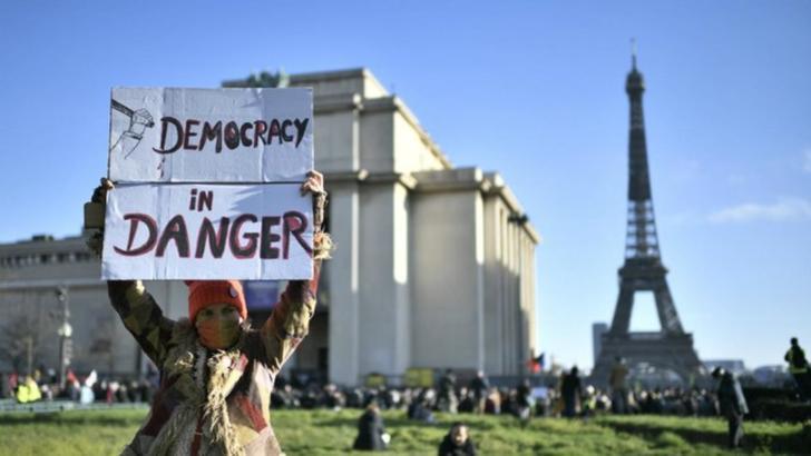 Legea securității, rescrisă în Parlamentul francez după amplele proteste din weekend