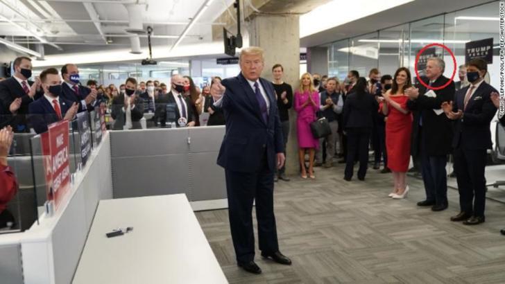 Șeful de cabinet al lui Trump are COVID  și a intrat în contact cu președintele în exercițiu, dar și cu alte zeci de oameni