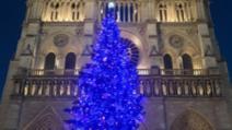 Catedrala Notre Dame din Paris, de Crăciun, la peste un an de la incendiul devastator Foto: Twitter.com