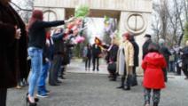 Căsătorii la Poarta Sărutului din Târgu Jiu