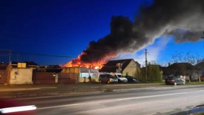 Incendiu de proporții într-un supermaket din Arad, mai multe echipaje de pompieri chemate să intervină
