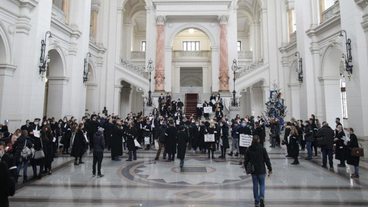 Protest fără precedent în Justiție: avocații au ieșit în stradă după ce un coleg a fost CONDAMNAT la cinci ani de închisoare / Foto: Inquam Photos, Octav Ganea