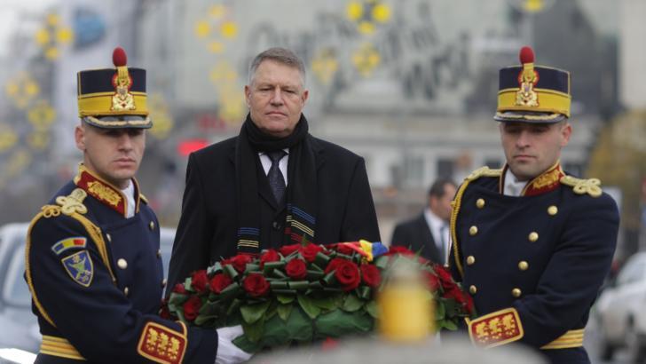 Președintele Klaus Iohannis a depus o coroană de flori în memoria celor care și-au dat viața pentru democrație și pentru libertate
