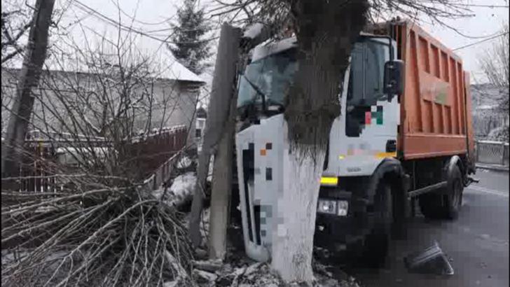 Val de accidente pe șoselele țării din cauza zăpezii