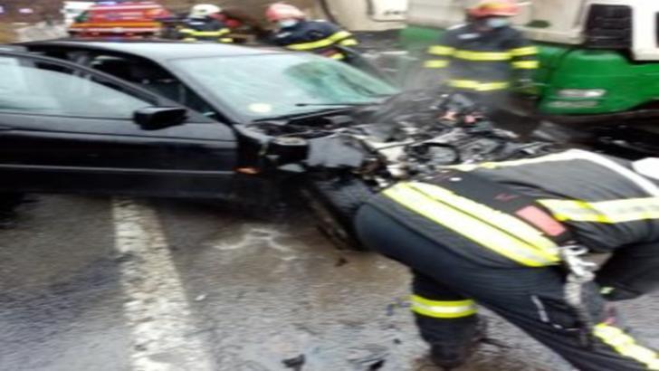 Accident rutier între Zalău şi Cluj, soldat cu un mort și doi răniți. Trafic oprit pe DN1F