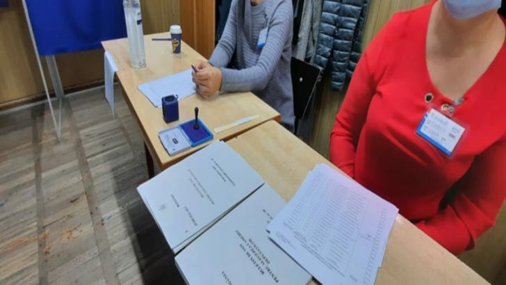 Dosar penal pentru angajatul unei primării din Dolj, care a pălmuit membrul unei secţii de votare