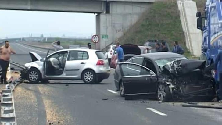 Accident în lanț pe Autostrada București-Pitești, la kilometrul 14. Șase mașini au fost implicate. Se circulă în coloană