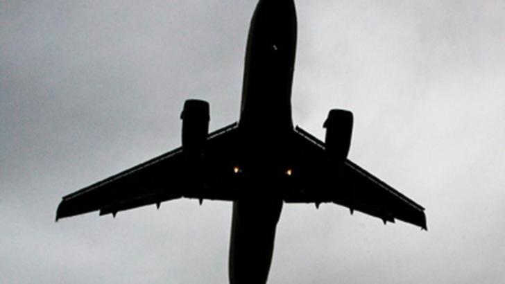 Români întorși cu avionul din Marea Britanie - imagine de arhivă