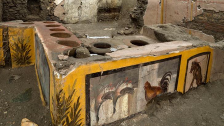 """Descoperire spectaculoasă în orașul antic Pompei - un """"fast-food"""" INTACT, cu resturi alimentare Foto: Twitter.com/Pompeii Sites"""