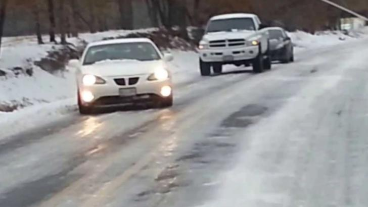 Drumul spre Cota 1.400, închis din cauza poleiului