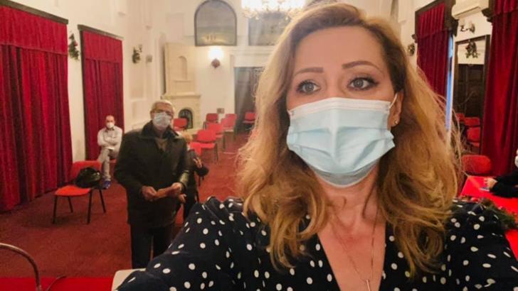"""Elena Lasconi: """"De aproape un an duc pe picioare o suferinţă fizică permanentă"""""""