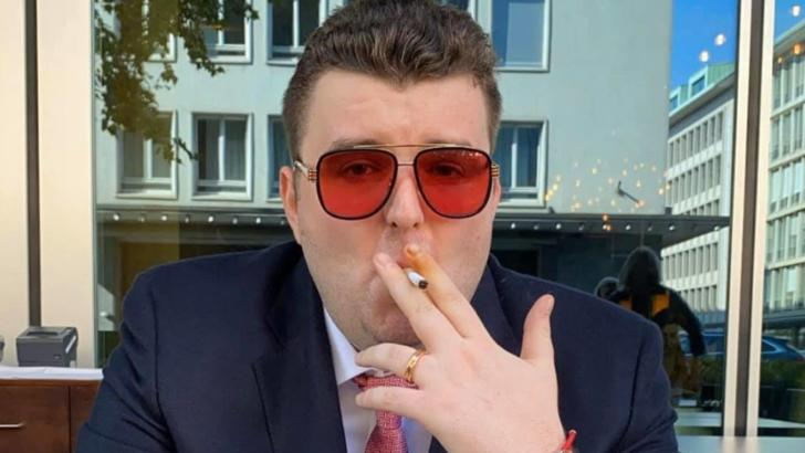 Procurorii cer arestarea în lipsă a lui Victoraș Micula. El este acuzat că s-a îmbrăcat în polițist și a participat la o percheziție corporală
