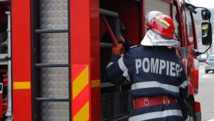 TIR în flăcări, pe Autostrada Transilvania, după explozia unui cauciuc