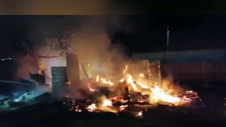 Incendiu devastator, în Iași: o bucătărie a ars ca o torță