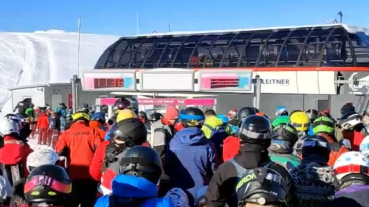 Pârtiile de schi din Sinaia, luate cu asalt de români. Autoritățile au implementat restricții imediat