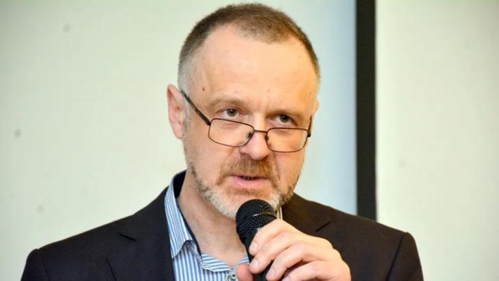 """Sorin Lavric, lider AUR: """"Vopsirea unghiilor la picioare, o stupiditate crasă"""". """"Niciun bărbat nu caută în femeie deșteptăciunea"""""""