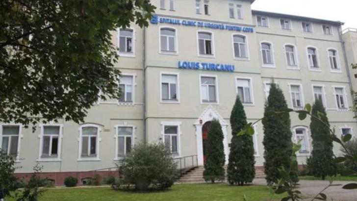"""Asistentul medical de la Spitalul din Timișoara acuzat de hărțuirea sexuală a unor paciente, sancționat disciplinar, dar evaluat cu """"bine"""" și """"foarte bine"""""""