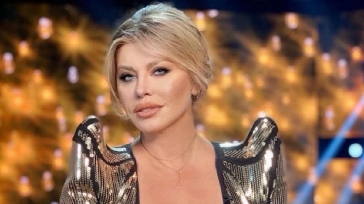 Loredana Groza a anunțat că nu are COVID-19. Care este starea de sănătate a cântăreței