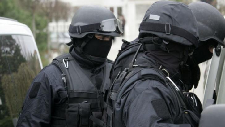 Percheziţii la Cluj, într-un dosar de criminalitate informatică. Două persoane au fost arestate
