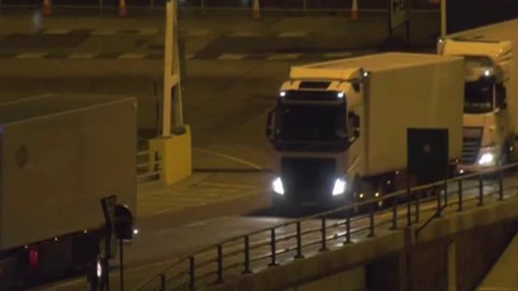 Soferii de TIR britanici NU au voie cu mancare in UE. Scene INCREDIBILE filmate la frontiera cu Olanda