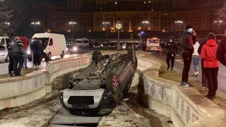 Trei mașini au ajuns în fântânile din București - Accidente în lanț în centrul Capitalei