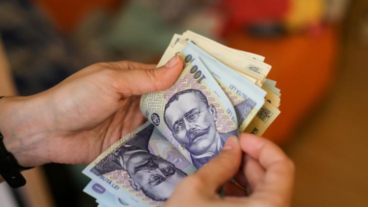 Doar 4 din 10 români reușesc să pună bani de-o parte în pandemie