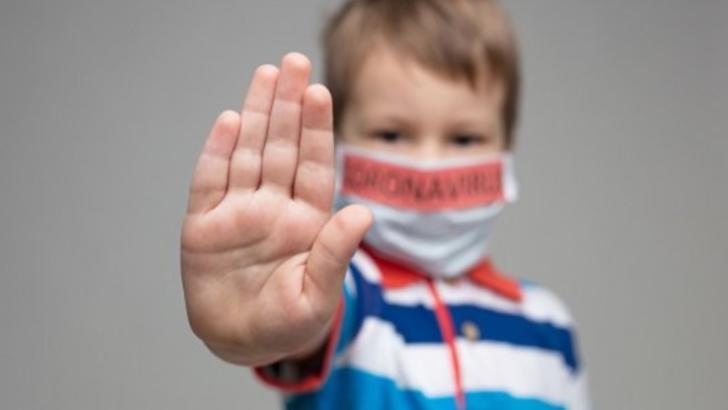 Crește ALARMANT numărul copiilor infectați cu Covid-19 - peste 40.000 de cazuri