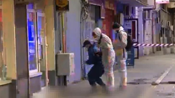 VIDEO Un barbat care si-a injunghiat fosta iubita si un alt barbat, cautat de politistii bucuresteni