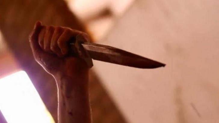 Asistentă înjunghiată cu un cuțit